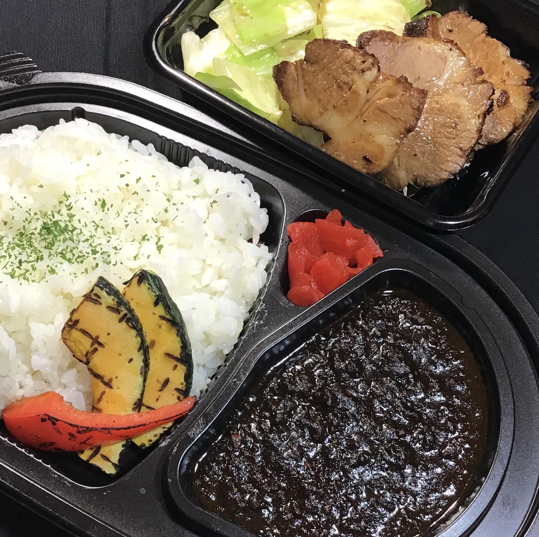 挽き肉の黒マサラカレー&厚切りチャーシュー グリル野菜添え